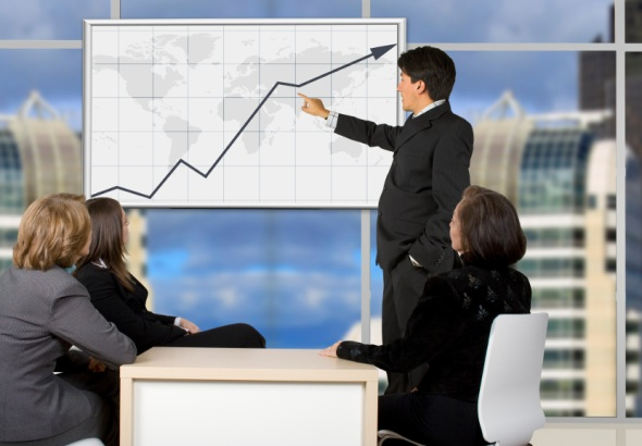 what are the qualifications required to become a finance director